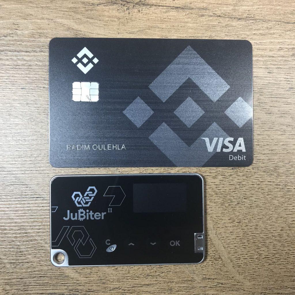 Jubiter Blade II ve srovnání s platební kartou